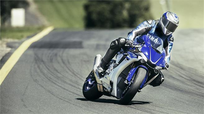 Yamaha YZF 1000 R1 2016 en circuito