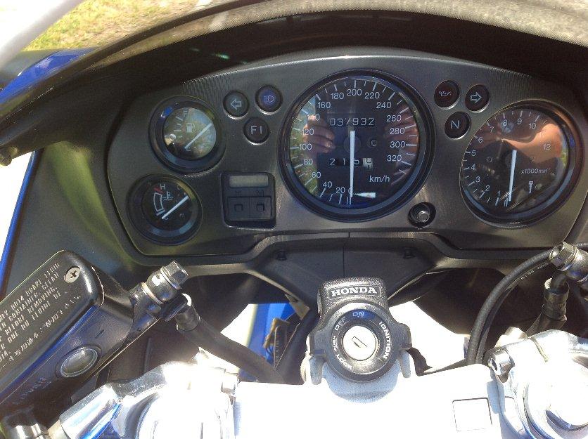 Honda CBR 1100 XX cuadro de mandos