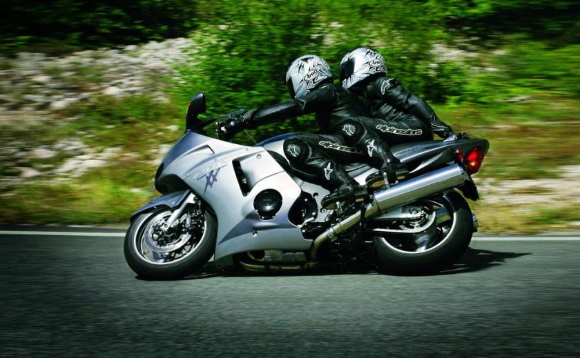 Honda CBR 1100 XX conducción deportiva