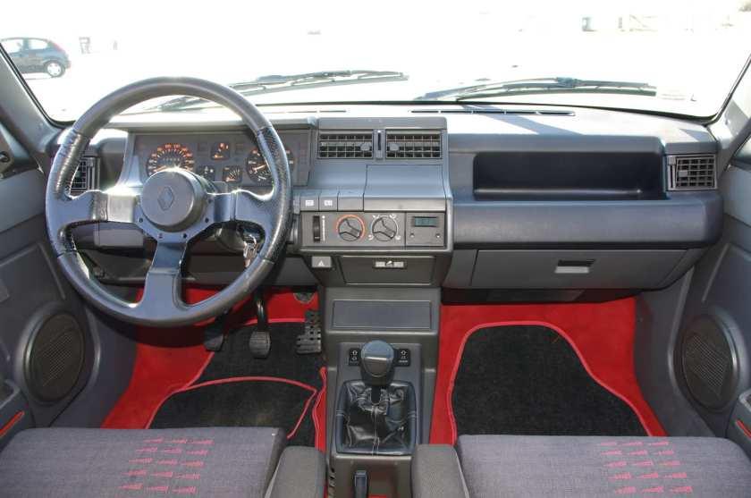Renault 5 gt turbo habitáculo