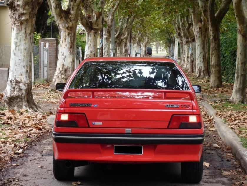 Peugeot 405 T16 parte trasera