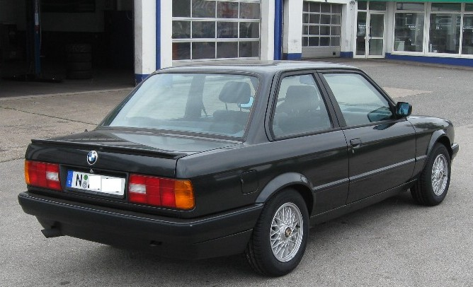 BMW 318 is e30 parte trasera