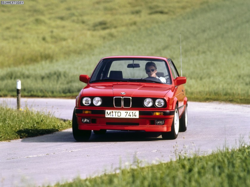 BMW 318 is e30 en carretera