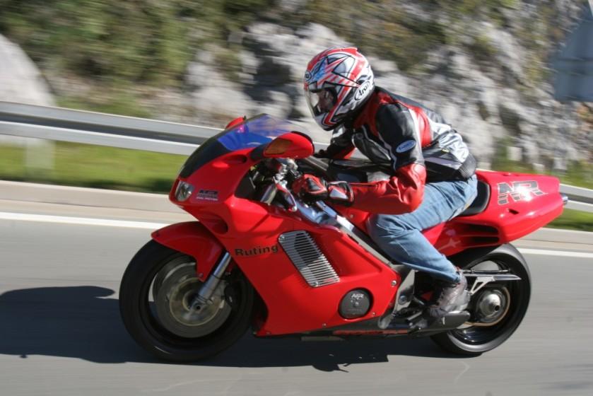 Honda nr 750 en carretera