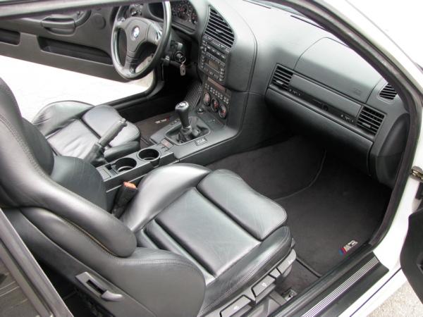 BMW serie tres e36 habitáculo