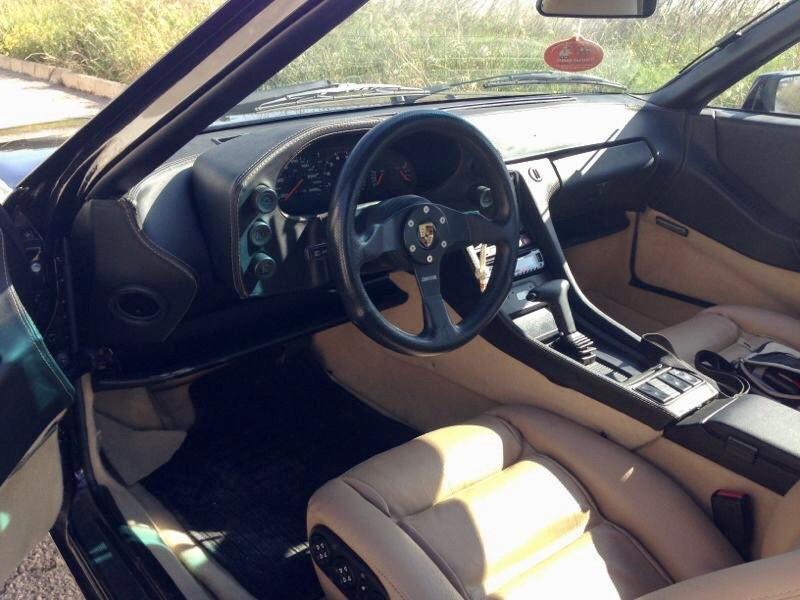 Porsche 928S habitáculo