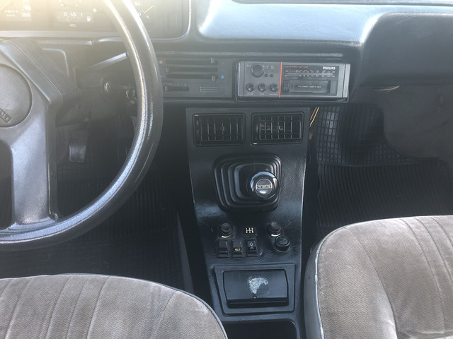 Seat 131 supermirafiori 2.5 diésel consola central