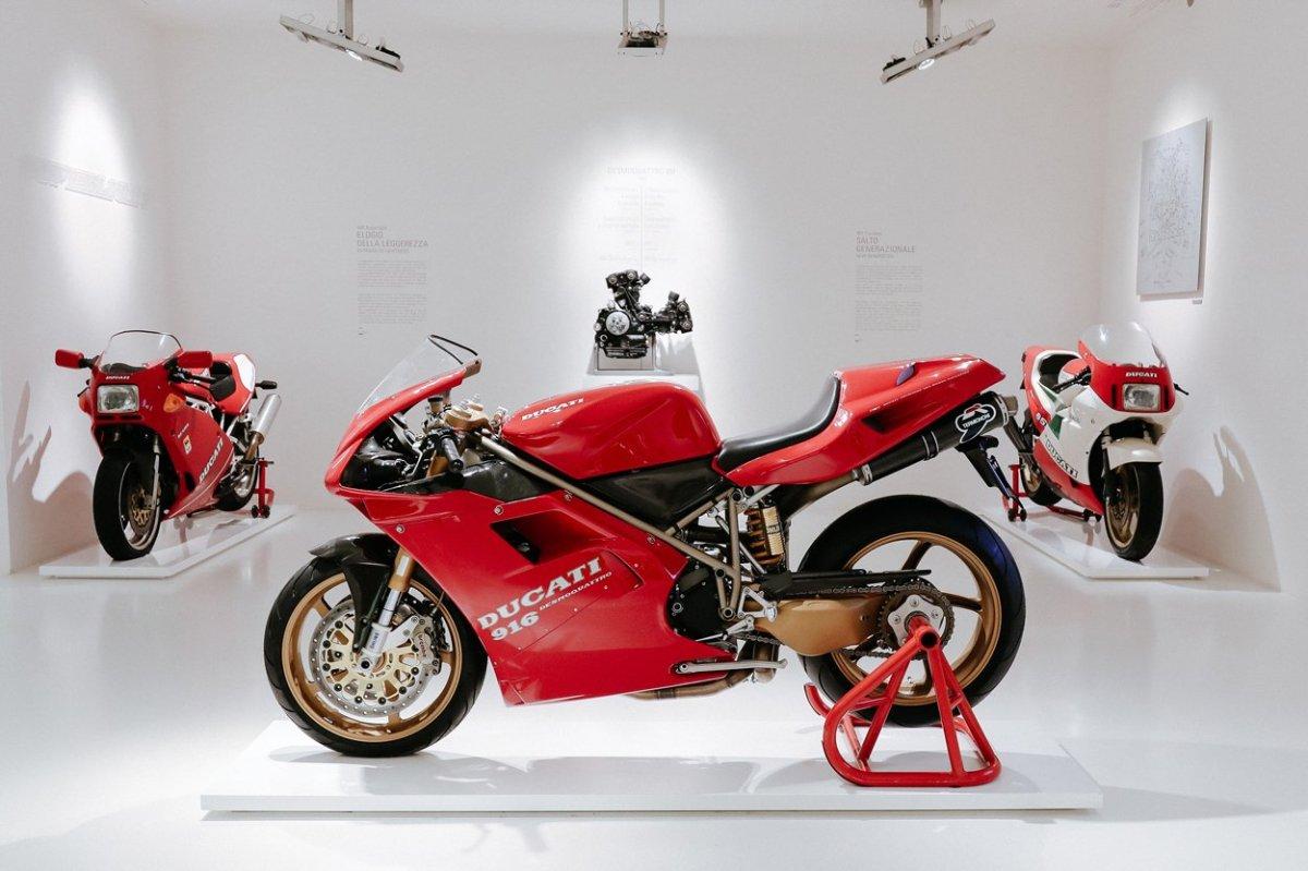 Ducati 916 pasión y belleza, en forma demoto
