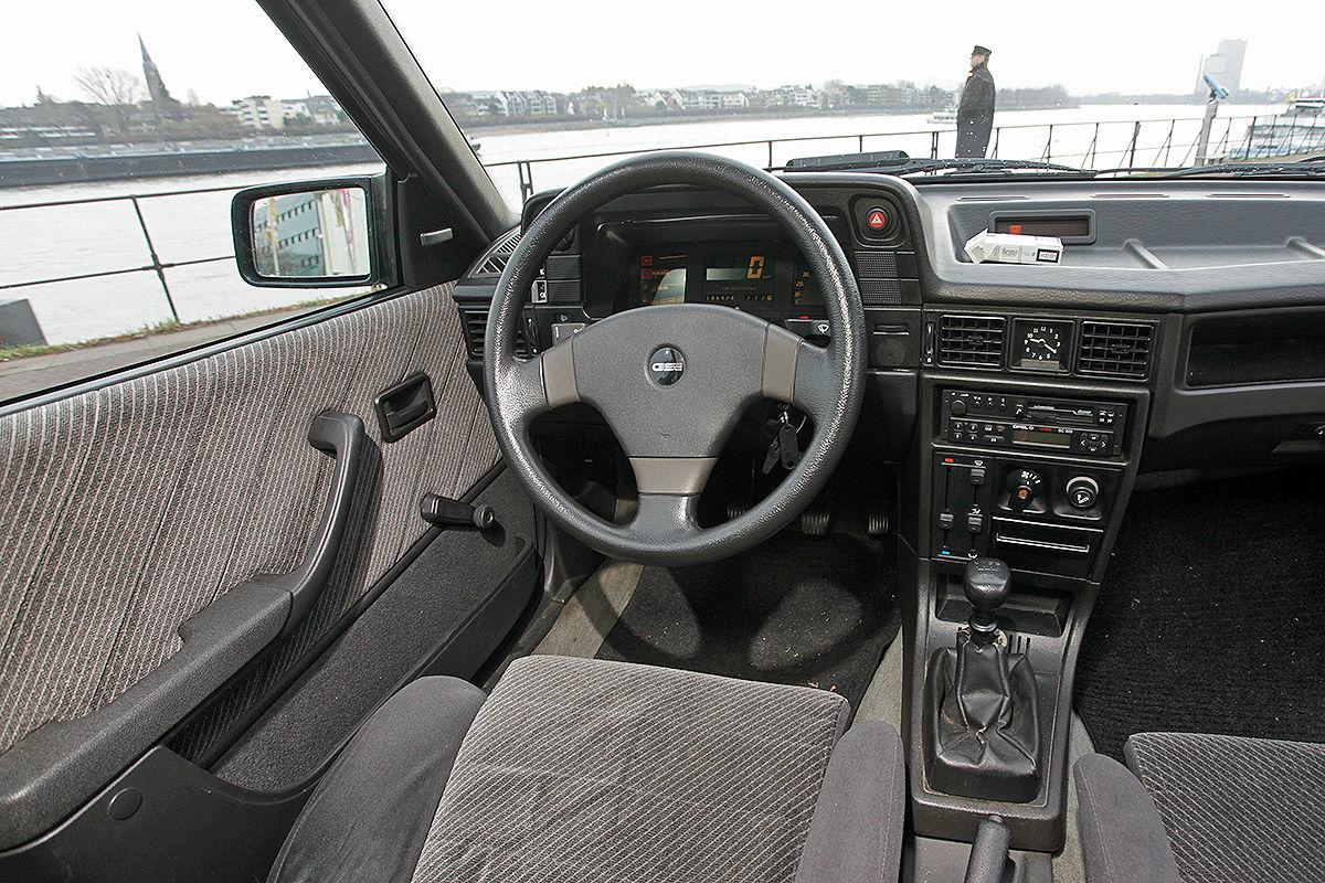 Opel Kadett GSi 16 válvulas habitáculo