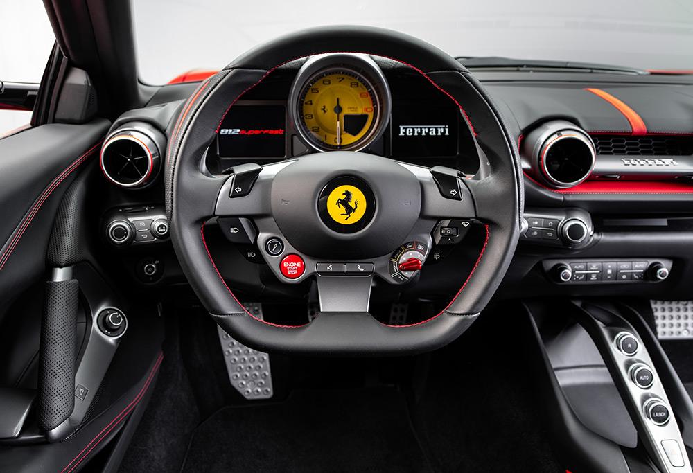 Ferrari 812 Superfast cuadro de mandos