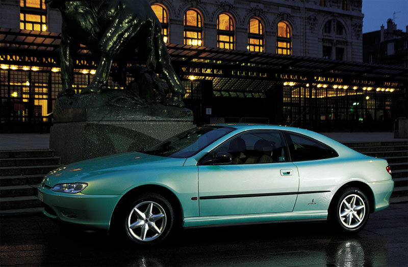 Peugeot 406 coupé lateral