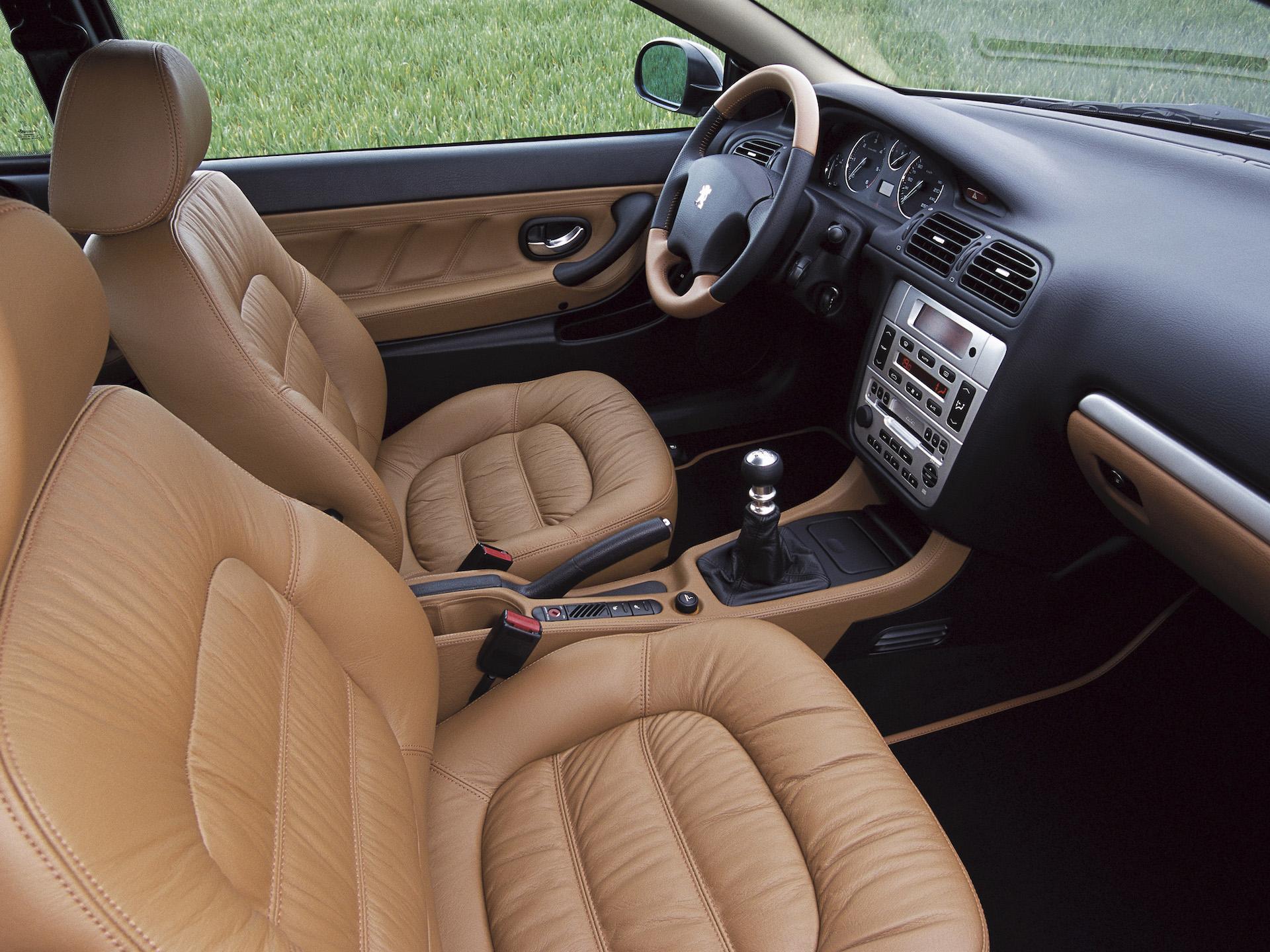 Peugeot 406 coupé habitáculo