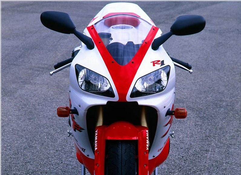 Frontal Yamaha R1 1998 (imagen del construstor)